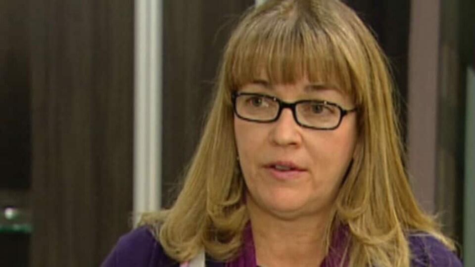 Portrait de Heather Smith, présidente du syndicat des Infirmières unies de l'Alberta.