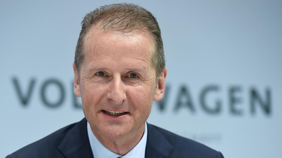 Un plan rapproché de Herbert Diess directeur de Volkswagen en 2017