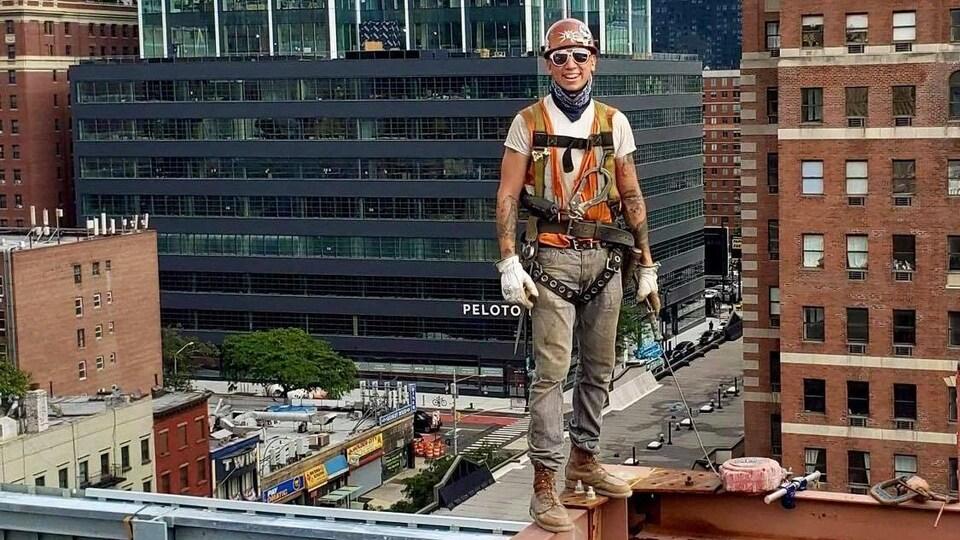 Hogan Gilbert, un monteur d'acier de Kahnawake, travaille comme plusieurs autres Kanien'kehá:ka dans la construction de bâtiments à New York.