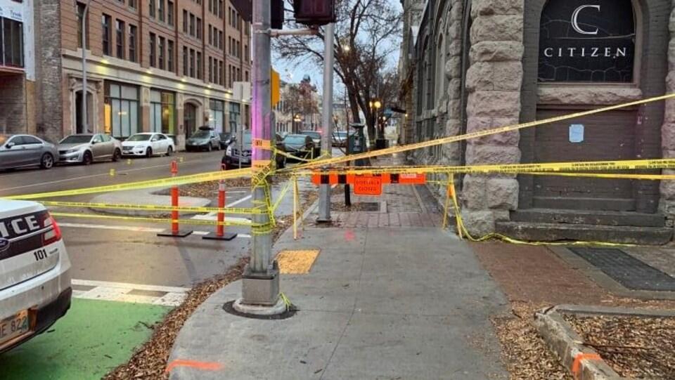 Du ruban jaune interdit l'accès à la discothèque Citizen dans le quartier de la bourse.
