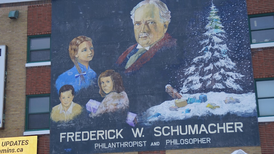 Une murale montrant Frederick W. Schumacher.
