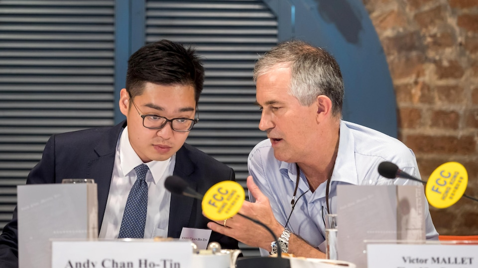 Victor Mallet, Financial Times journalist and first vice president of the Foreign Correspondents' Club (FCC), speaks with Andy Chan, founder of the Hong Kong National Party, during a luncheon at the FCC in Hong Kong, China, August 14, 2018. Picture taken August 14, 2018.   Paul Yeung/Pool via REUTERS