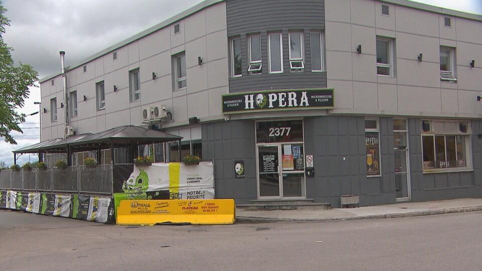 La façade d'un restaurant.