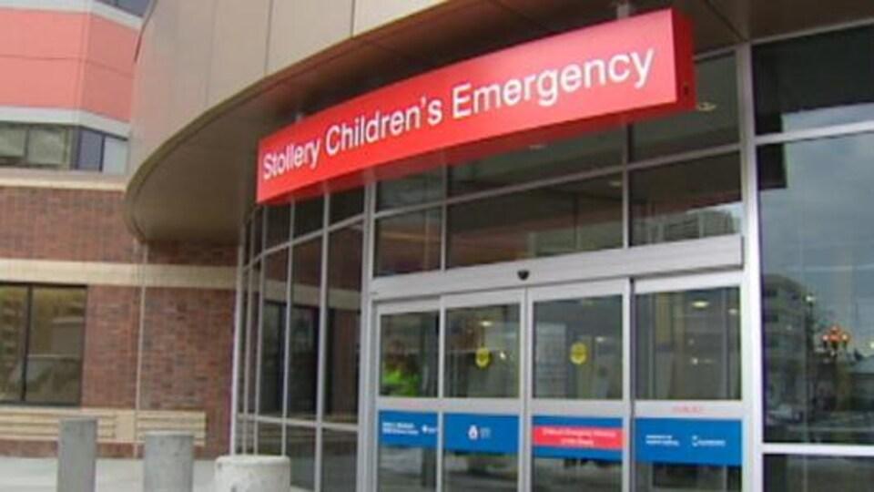 L'entrée de la salle d'urgence de l'hôpital.