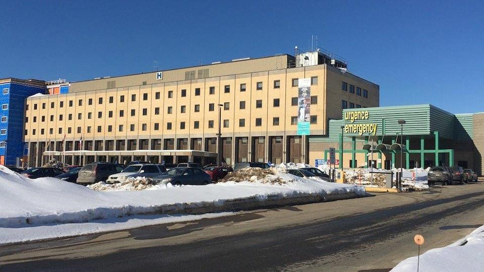 L'hôpital vu de l'extérieur en hiver