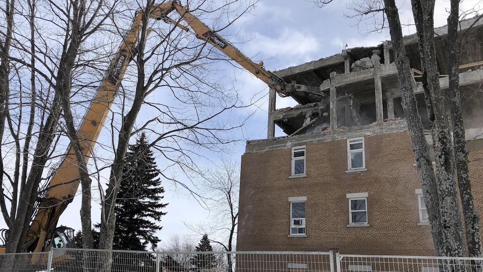 Un édifice en démolition.