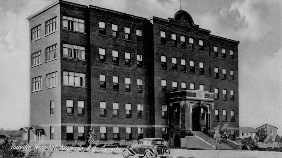 Une photo d'archives en noir et blanc de l'hôpital Youville.
