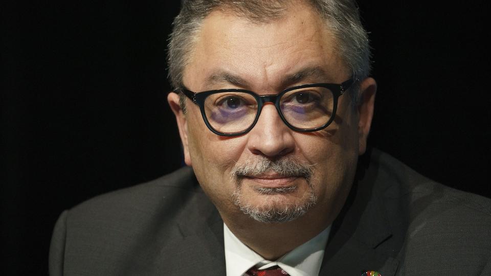 Le Dr Horacio Arruda en conférence de presse.