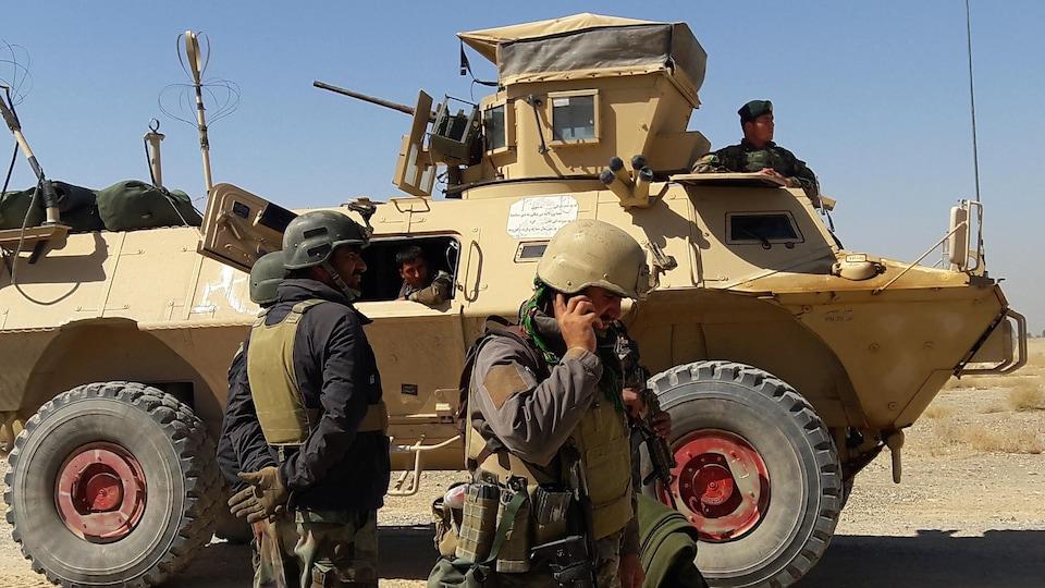 Des membres des forces de sécurité afghanes à Lashkar Gah.