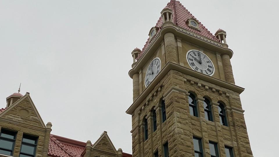Une tour d'horloge