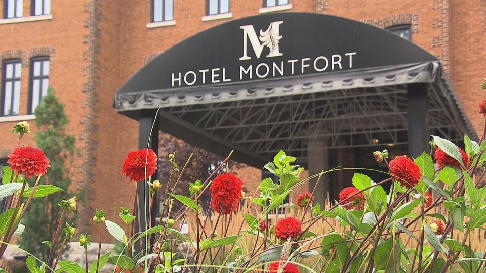La façade de l'hôtel Montfort.