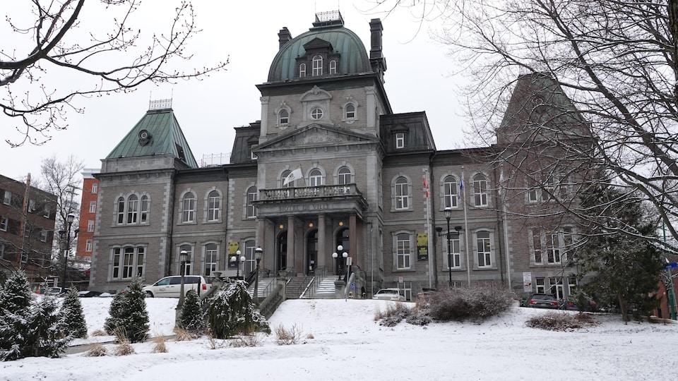 L'hôtel de ville de Sherbrooke.