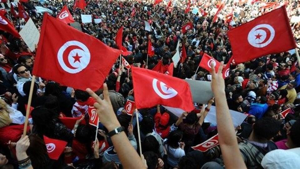 Des Tunisiens se sont rassemblés dans la capitale, Tunis.