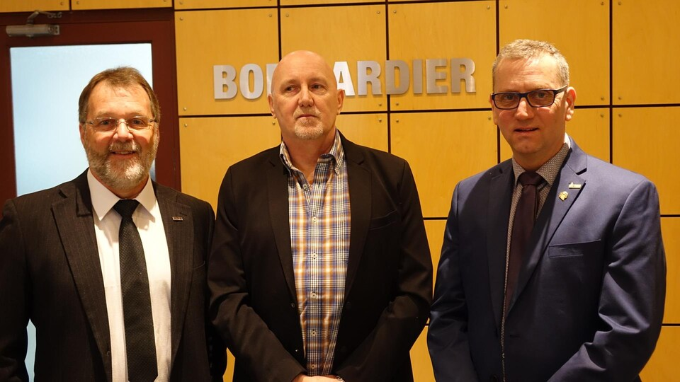 Le maire de La Pocatière, Sylvain Hudon, le président du syndicat des travailleurs de Bombardier, Mario Guignard, et le préfet de la MRC de Kamouraska, Yvon Soucy, se sont dits rassurés au sujet de l'avenir de Bombardier La Pocatière.