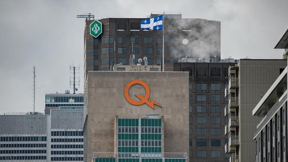 Immeuble avec le logo d'Hydro-Québec.