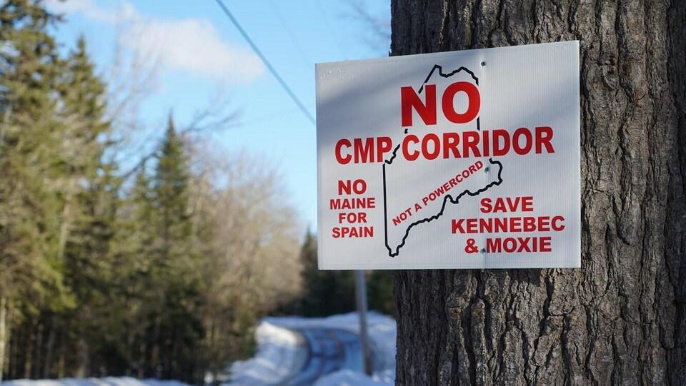 Pancarte sur laquelle on peut lire «No CMP Corridor».