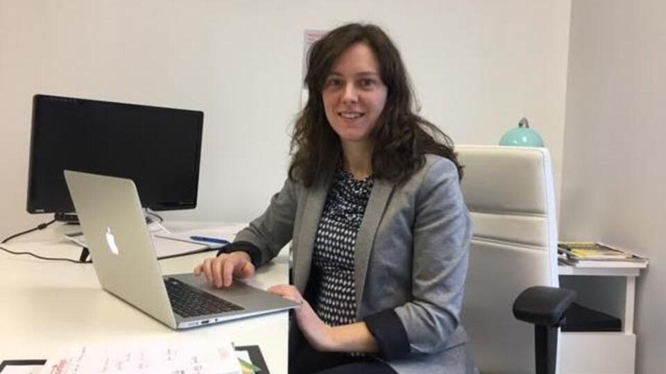 Camille Derelle Aubut, qui a fondé Touriscope, travaille dans les bureaux de la Ruche à Moncton.