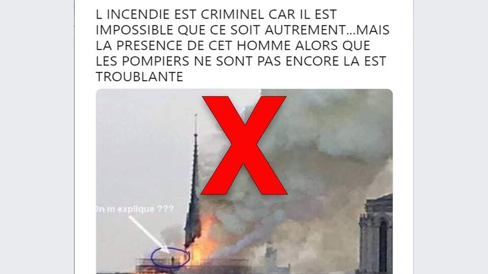 Dans la photo, nous voyons une figure humaine près des flammes. Or, il s'agit d'une statue, selon l'AFP.