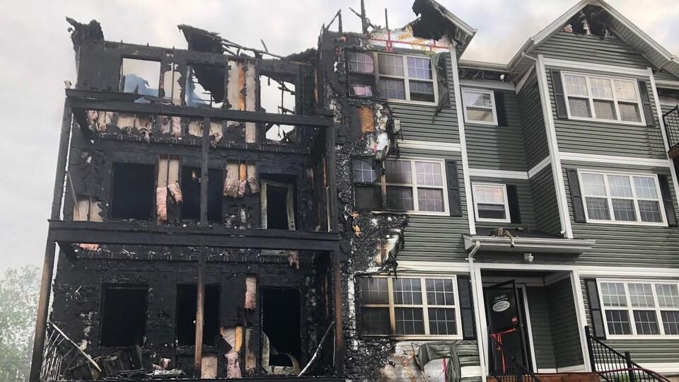 Une aile calcinée de l'immeuble qui a été la proie d'un incendie à Charlottetown.