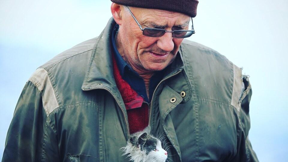 Gilles Lessard a trouvé ce chat dans les décombres