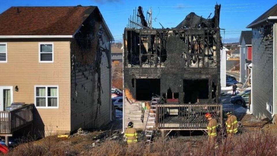 Les pompiers ont éteint le feu assez rapidement, mais les dommages étaient déjà faits.