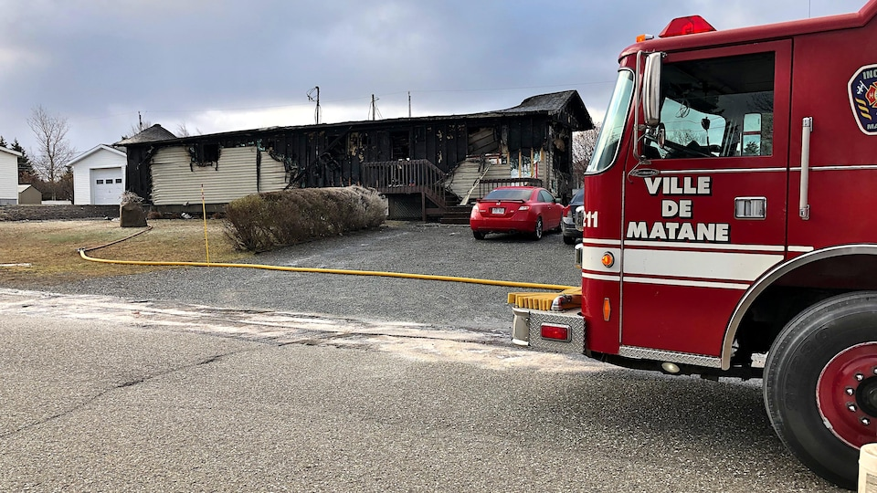 Les décombres d'une maison à la suite d'un incendie.