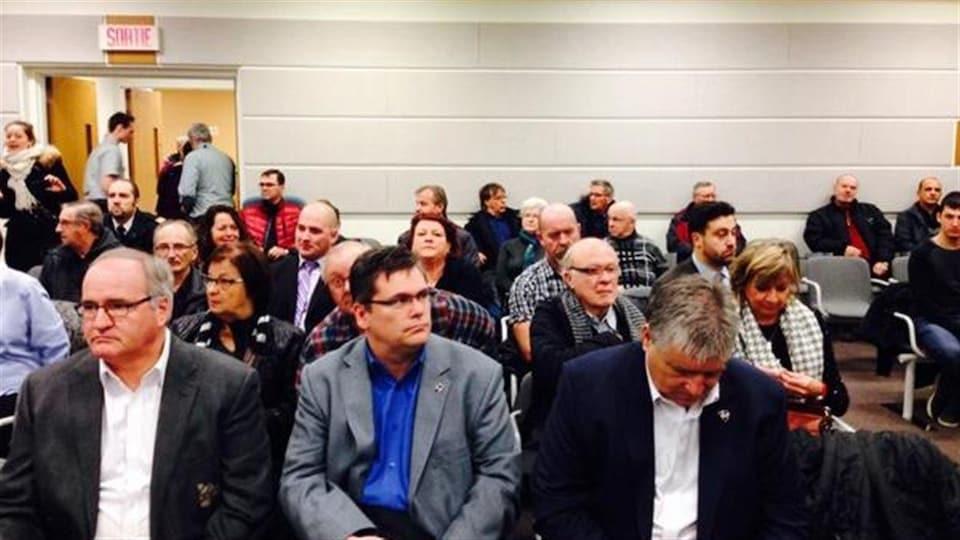 Une centaine de personnes assistent à la première journée d'audiences de la Commission d'enquête sur la tragédie de L'Isle-Verte.