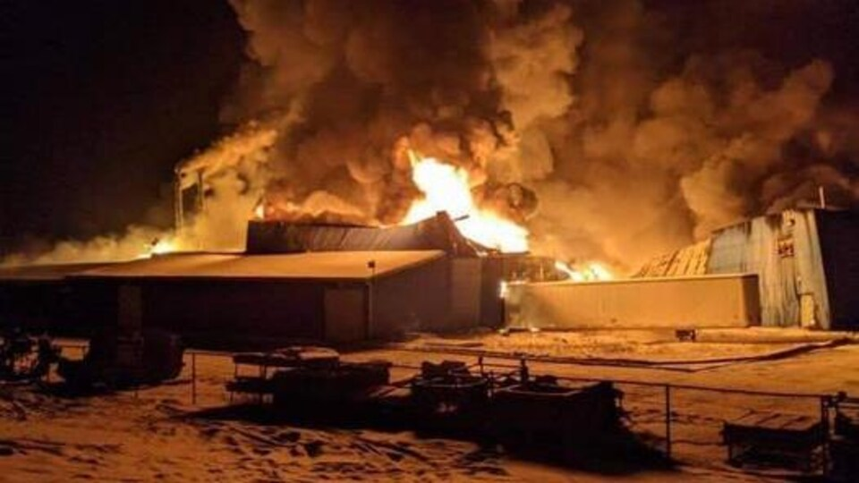 Incendie dans l'usine de Built Rite Trucks à Lyster.