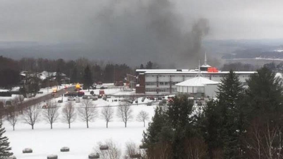 Une vue générale du Séminaire Saint-François, où un incendie s'est déclaré un peu avant 8 h.