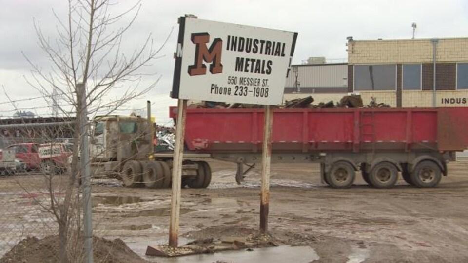 La société Industrial Metals installée dans une zone industrielle de Saint-Boniface est spécialisée dans le retraitement des déchets métalliques.