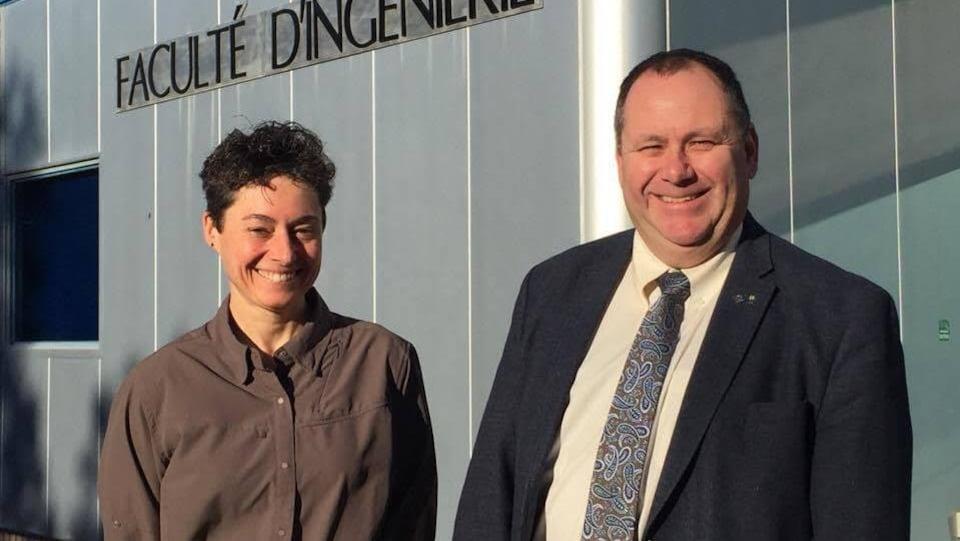 Anne-Marie Laroche, professeure de génie civil à l'Université de Moncton et le doyen de l'Université de Moncton, Gilles Roy.