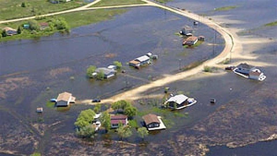 Des maisons et chemins inondés