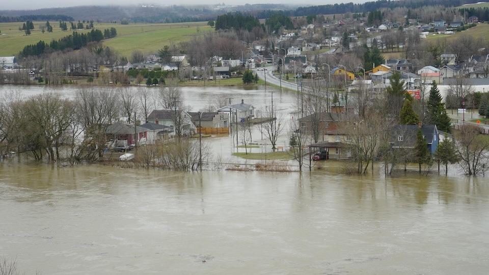 Le centre-ville de Sainte-Marie photographié lors d'une inondation au printemps 2018.