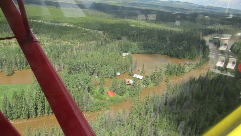 Vue d'un hélicoptère sur les inondations.