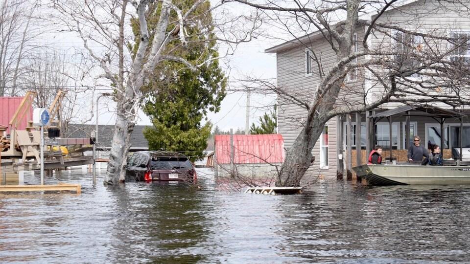 Les dommages aux propriétés sont désastreux dans la région de Grand Lake au Nouveau-Brunswick.