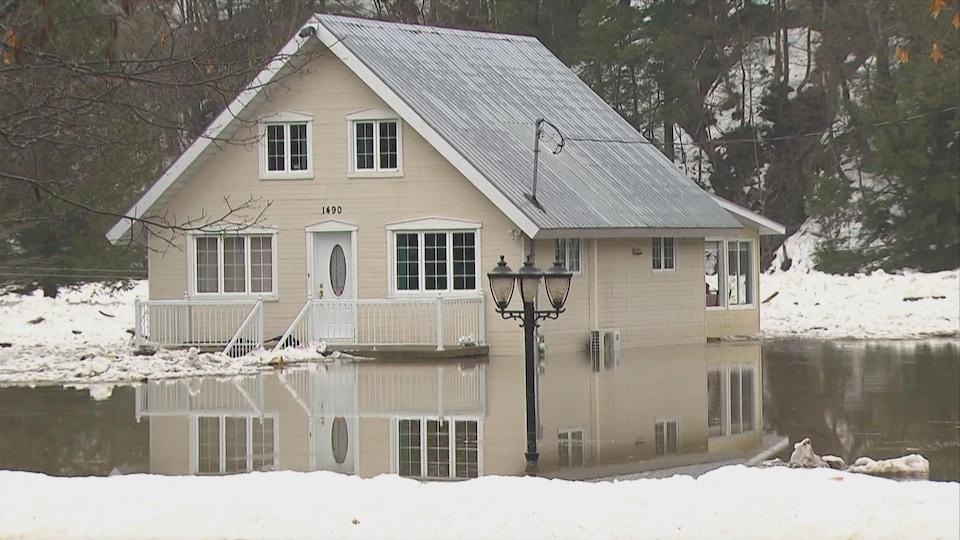Une maison inondée.