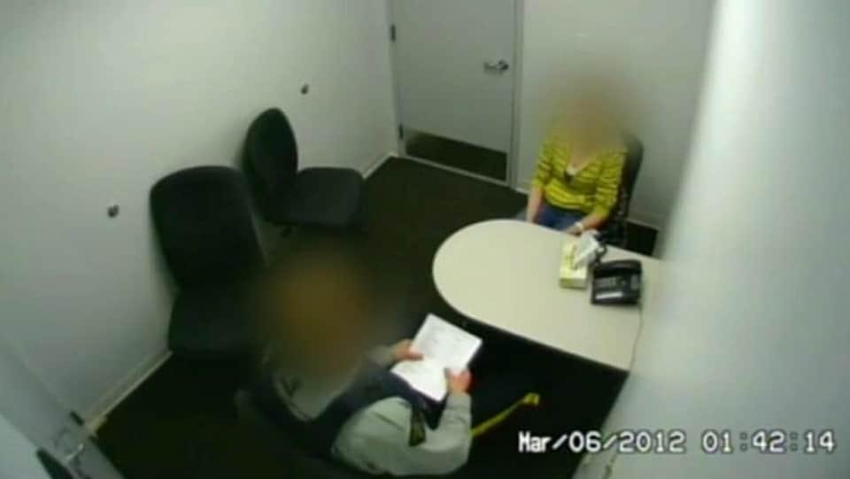 Vidéo de l'interrogatoire d'une jeune femme autochtone par un agent de la GRC en 2012