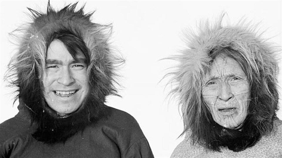 Roger Avrana et Taktogon, Kugluktuk, Nunavut, vers 1949-1950