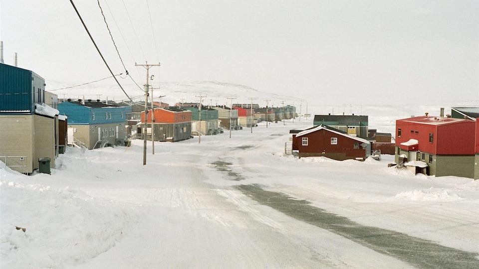 Des maisons dans la communauté d'Inukjuak, au Nunavik.