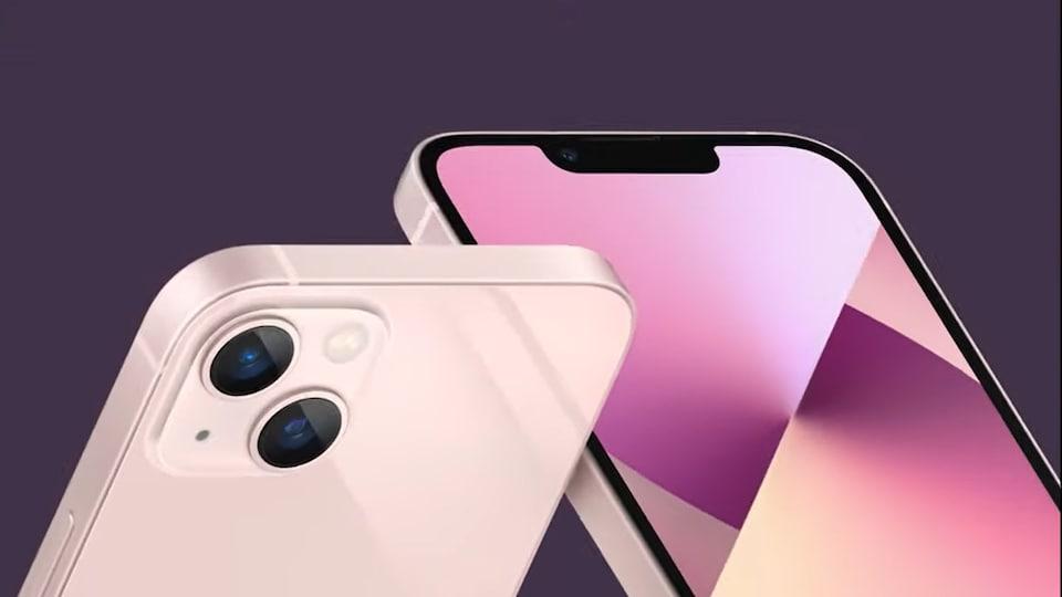 Deux téléphones intelligents côte à côte.