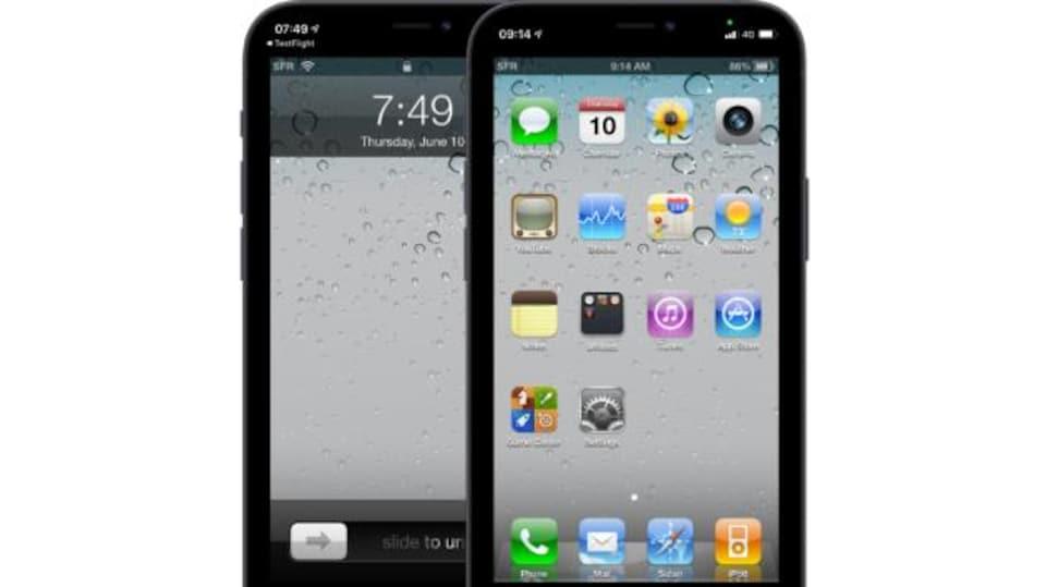 Deux vieux iPhone noirs côte-à-côtes, montrant l'écran d'accueil d'iOS 4.
