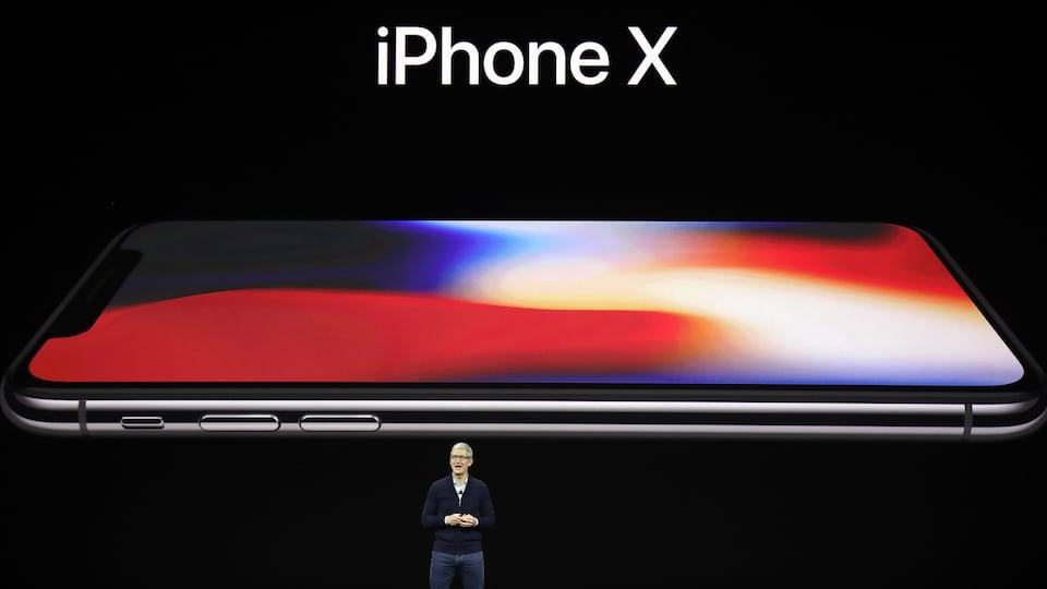 Le pdg d'Apple, Tim Cook, a présenté le nouveau iPhone X au siège sociale de la compagnie à Cupertino.