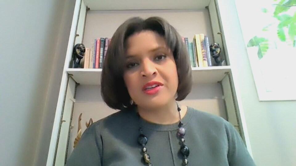 Irene Moore Davis répond aux questions.