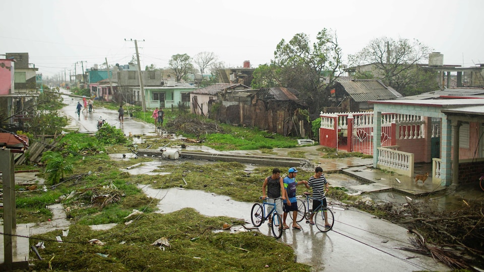 Une rue de Caibarién, ville du centre de la côte septentrionale de l'île, dévastée par Irma.