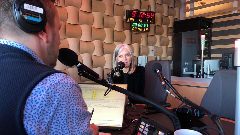 Isabelle Hudon lors de son entrevue avec l'animateur Janic Godin.
