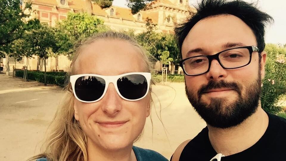 Un couple en vacances.