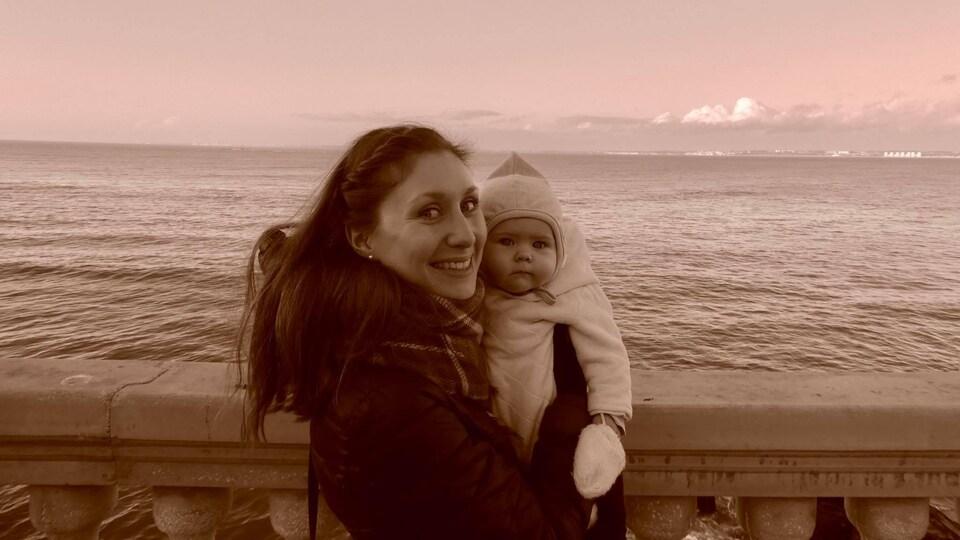 Geneviève Arsenault et sa petite fille Claire.