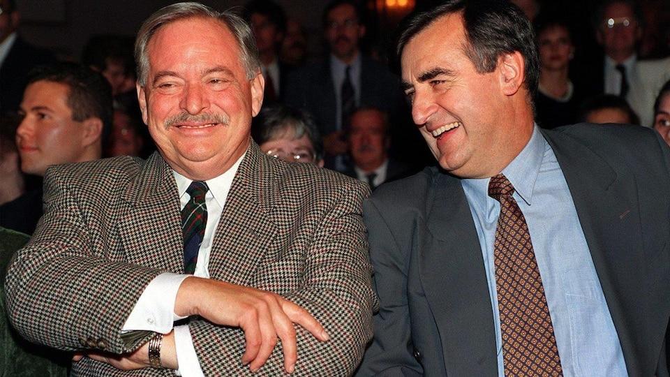 Le premier ministre Jacques Parizeau en compagnie de Lucien Bouchard, alors chef du Bloc québécois (octobre 1994).