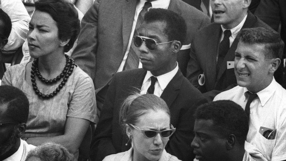 James Baldwin, au centre, dans le film « I Am Not Your Negro »