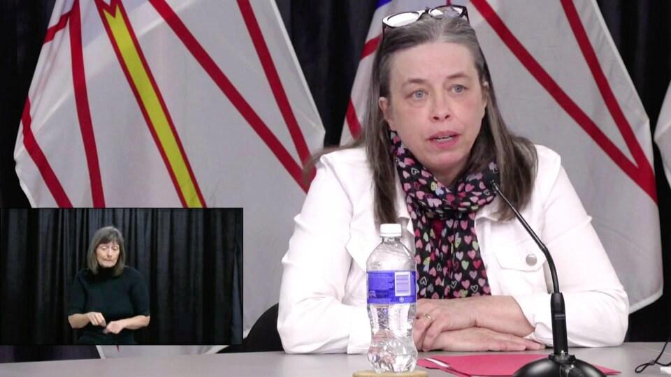 La Dre Janice Fitzgerald en conférence de presse.